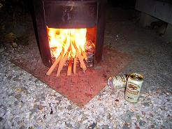 焚き火でビア